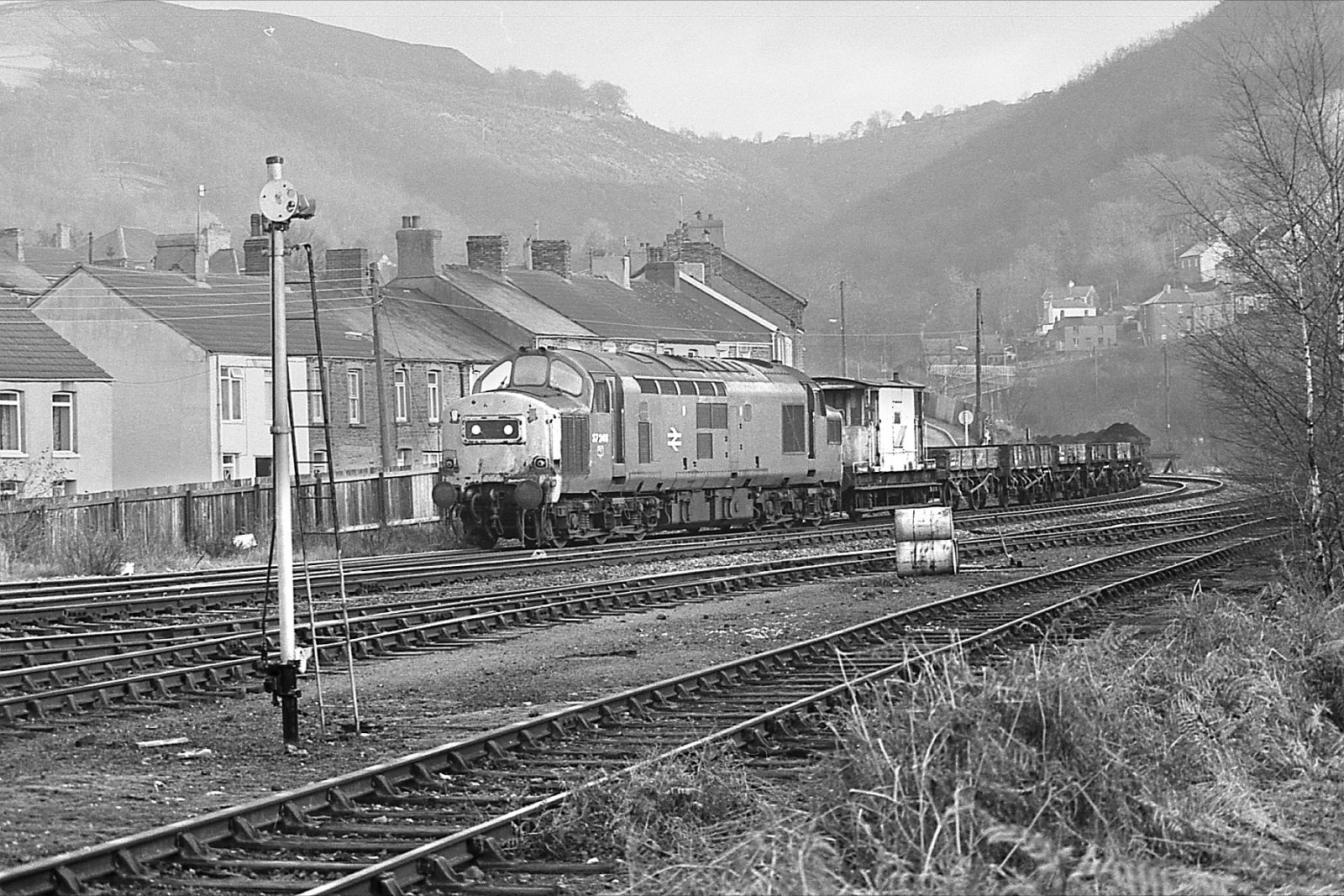 37248-on-engineers-train-abercarn-gwent-on-sunday-06-12-1981