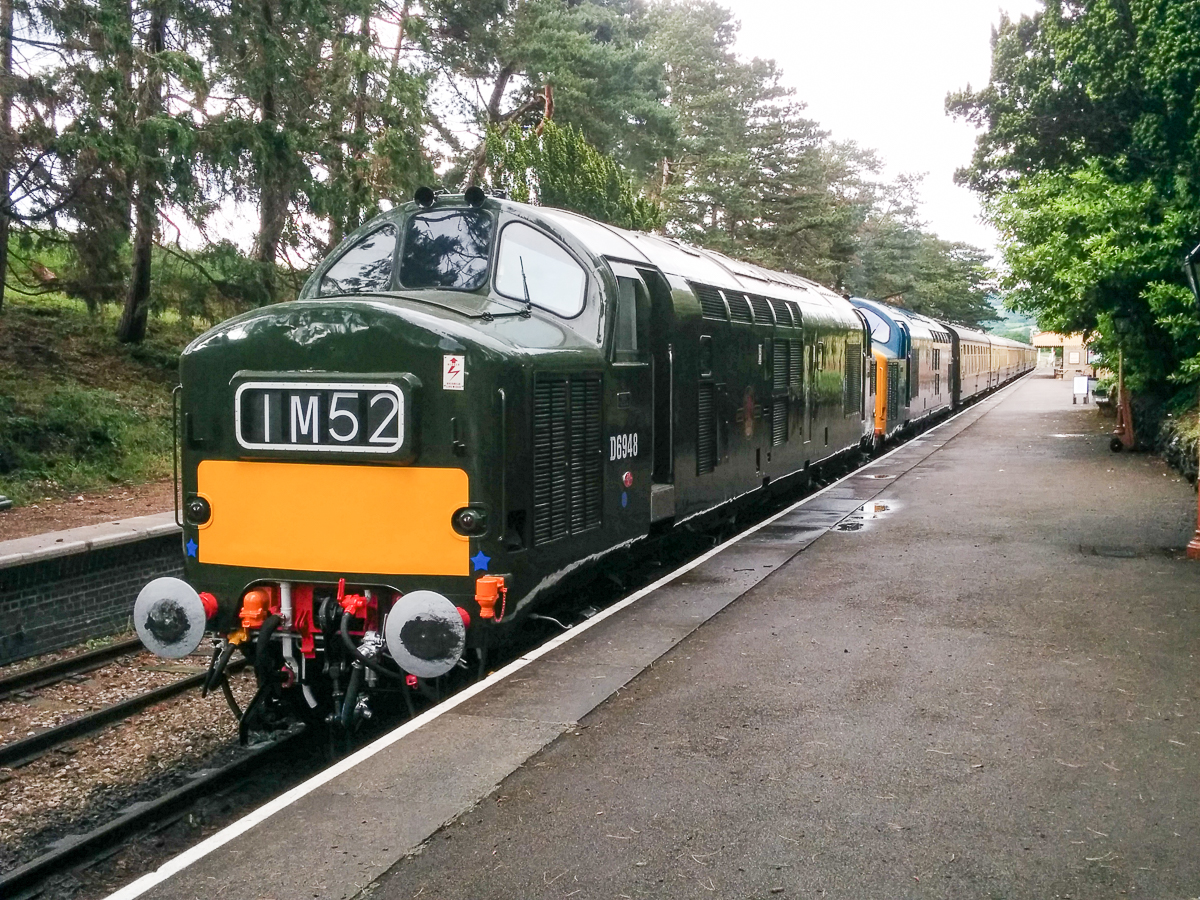 D6948 sits in the platform at Cheltenham Racecourse having successfully worked the outward leg of its loaded test run on Sunday 12th June.