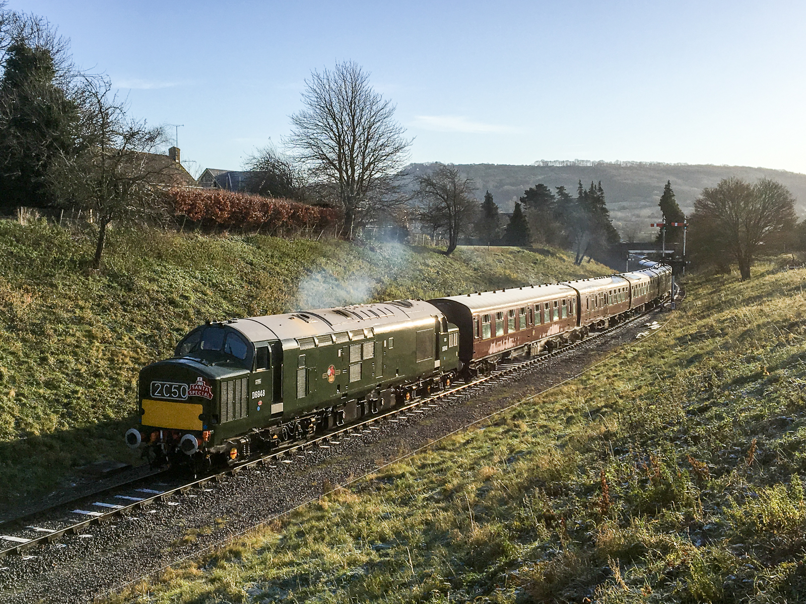 D6948 leaves Winchcombe with the 10:20 ECS to Cheltenham Racecourse on Sat 9th December standing in at the last minute for a failed steam locomotive.